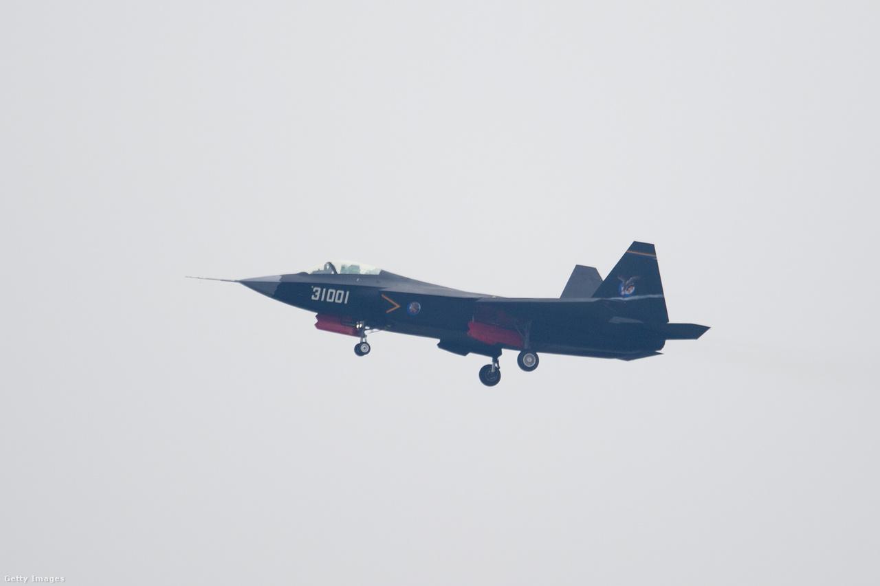 Még fejlesztés alatt áll a kínai Senjang J-31 ötödik generációs lopakodó vadászgép is, első repülésére 2012-ben került sor, de repült például egy 2014-es kínai légibemutatón is. Két prototípus épült eddig belőle, jelenleg a repülési tesztek zajlanak.