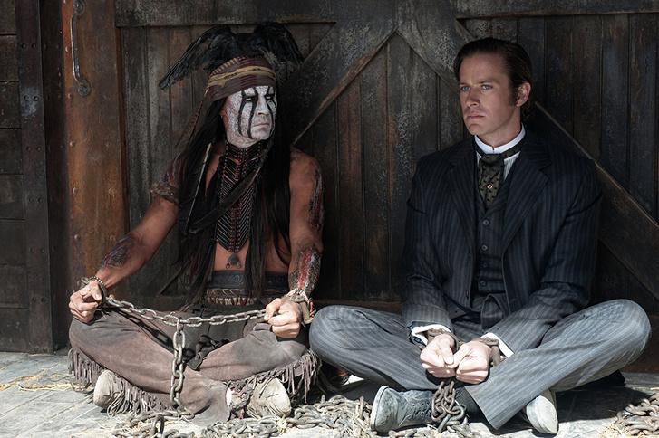Johnny Depp és Armie Hammer A magányos lovas című filmben