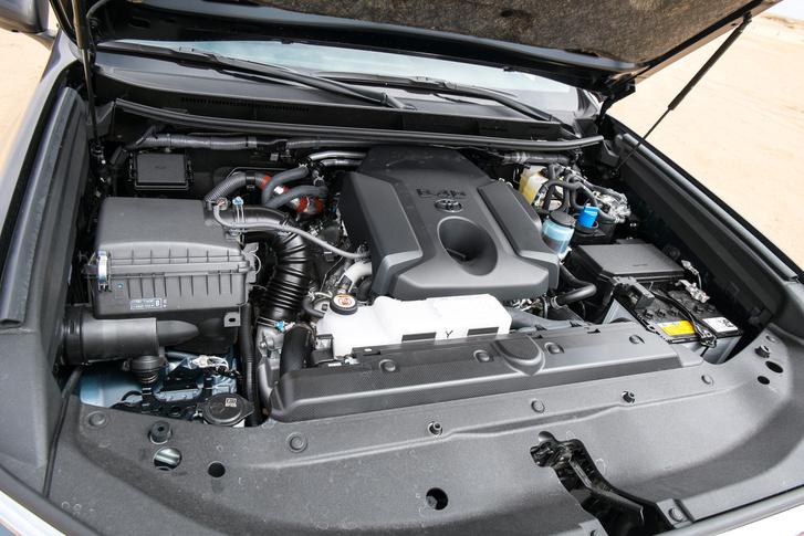 Ez itt a 177 lóerős, korántsem izgága, de nem is rövid életű motor