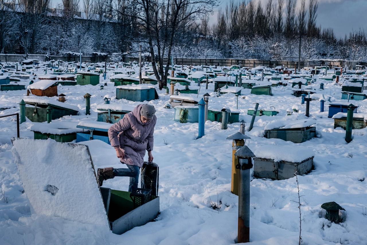 Az Európai Unió közreműködésével Kijev és Moszkva többször megpróbálta rendezni a helyzetet, de eredménytelenül. A 2015-ös második minszki tűzszenet megkötéséig legalább 5000 katonát és civilt öltek meg. A második minszki megállapodás sem hozott számottevő eredményt. A Nemzetek Szövetsége legfrissebb jelentése szerint még mindig milliók szenvednek a harcoktól.