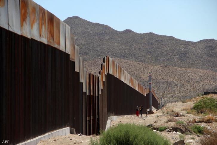 Fal az amerikai-mexikói határon