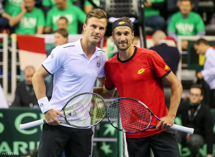 Fucsovics Márton és a belga Ruben Bemelmans (j), mielőtt megkezdődik mérkőzésük a tenisz Davis-kupa világcsoportja nyolcaddöntőjének Belgium – Magyarország összecsapásán Liege-ben 2018. február 2-án.