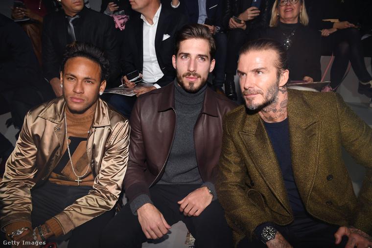 Kevin Trapp január 18-án elment egy divatbemutatóra. Az egyik oldalán Neymar Jr. ül, a másikon maga David Beckham!