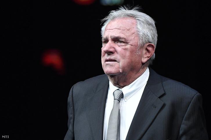 Mészöly Kálmán 61-szeres válogatott labdarúgó edző a magyar labdarúgó-válogatott volt szövetségi kapitánya az MLSZ-életműdíjasa az M4 Sport - Év sportolója gálán a Nemzeti Színházban 2018. január 11-én.