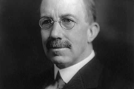Wayne B. Wheeler amerikai ügyvéd, az Anti-Saloon League talán legjelentősebb tagja. Effektív politikai nyomásgyakorlásának köszönhetően vált az ASL országos szervezetté és érte el a 18. alkotmány módosítást.