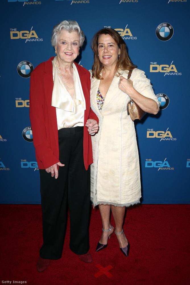 Ezt a képet pedig azért nem tudtuk kihagyni, mert odanézzenek, íme Angela Lansbury! A legendás színésznő 92 éves és úgy tűnik, fantasztikusan jó formában van.