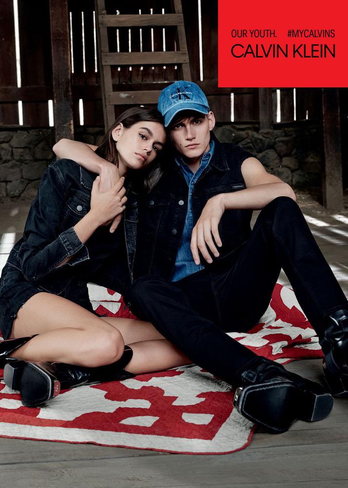 A fiatalabb vásárolókra is gondolt a Calvin Klein, ezért leszerződtette Cindy Crawford tizenéves gyerekeit, Kaia és Presley Gerbert is.