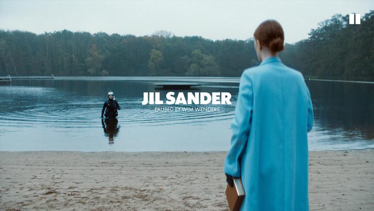 A Jil Sanders egy tóhoz vitte ki modelljeit.