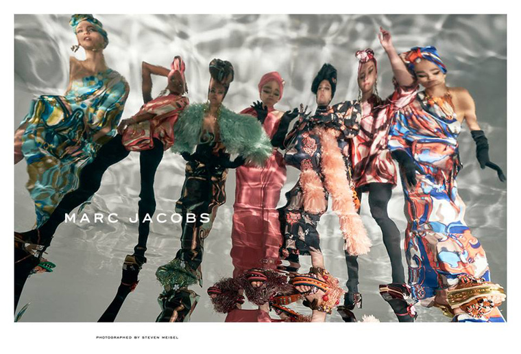 Elvarázsolt kastély tükörtermét idézi meg a Marc Jacobs.