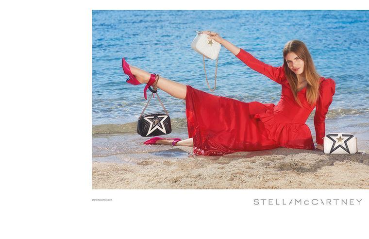 Luxuscuccokban napozik a nyáron a Stella McCartney szerint.