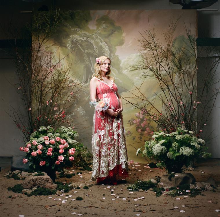 Az állapotos Kirsten Dunsttal hirdeti elegáns estélyi ruháit a Rodarte.