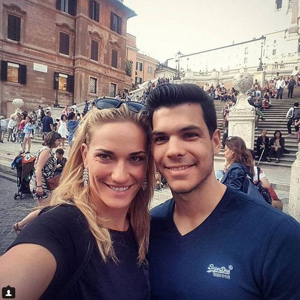 Hiányzik - írta Babos Tímea a 2017 júniusában posztolt fotóhoz. Ez volt az első kép, melyen szerelmével közösen mosolygott a kamerába.