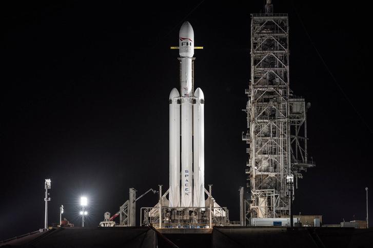 A hordozórakéta utolsó estéje a Földön (a SpaceX fotója február 5-ről)