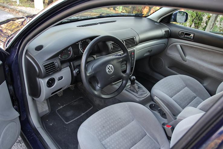 Jó összeszerelés, és még a mai autókkkal összevetve is jó minőségű belső anyagokat használtak a Passatnál