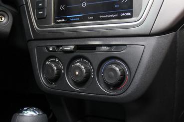 Manuális klíma a Peugeotban. Rég láttam a belső levegőkeringetéshez régifajta mechanikus tolókapcsolót
