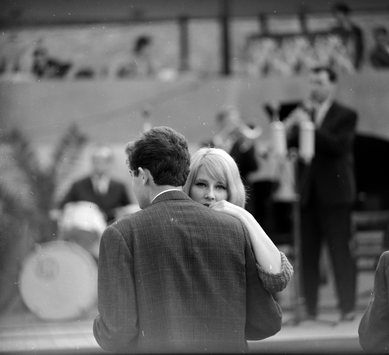 Romantikus pillanat 1963-ból.