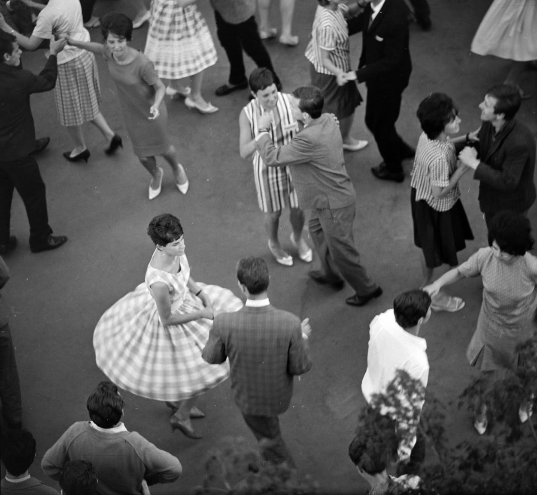 Amikor Szalay képei készültek, kólát még nem lehetett kapni az Ifiparkban, 1969-től azonban már igen.