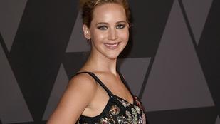 Jennifer Lawrence jól beégette magát, miközben a csapatának szurkolt