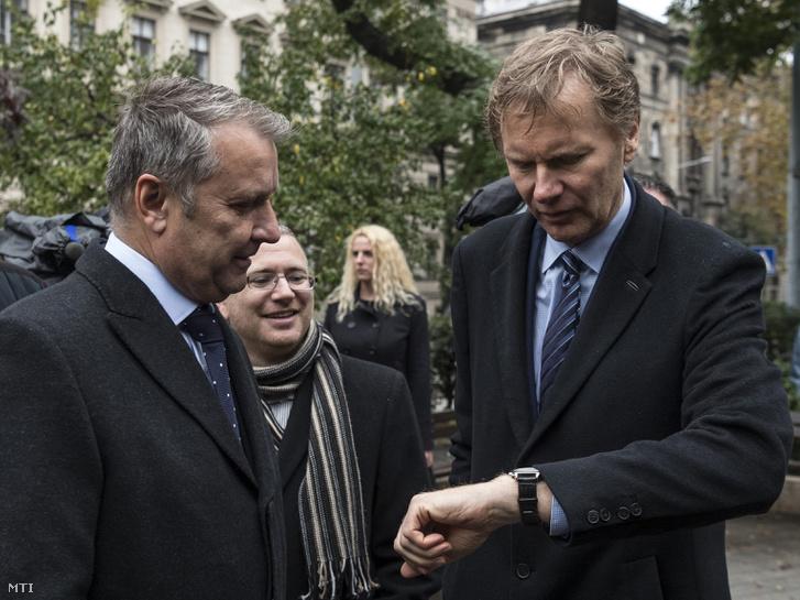 Molnár Gyula, a Magyar Szocialista Párt elnöke, Székely Sándor, a Szolidaritás elnöke és Fodor Gábor, a Magyar Liberális Párt elnöke (b-j)