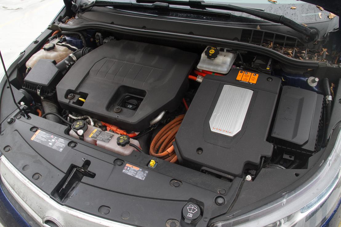 Íme, az Ampera benzines és villanymotorja. A rendszerteljesítmény 151 lóerő, a nyomaték 370 newtonméter