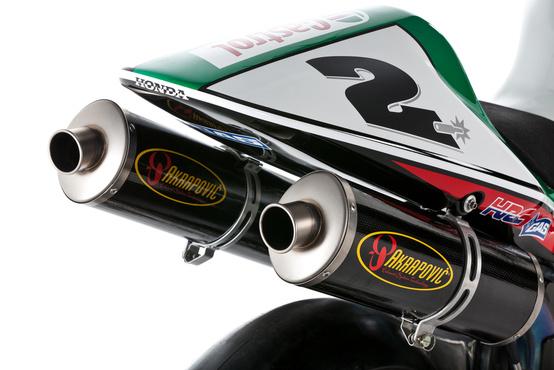 Az első Akrapovic-világbajnok Colin Edwards volt a Honda VTR1000 SP2-vel