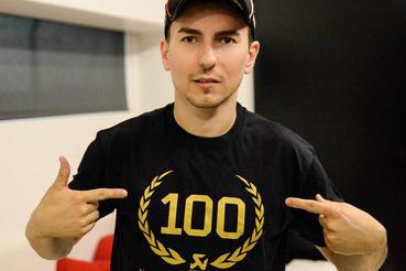 Jorge Lorenzo még 2015-ben a Yamahával megszerezte az Akrapovic 100. világbajnoki címét
