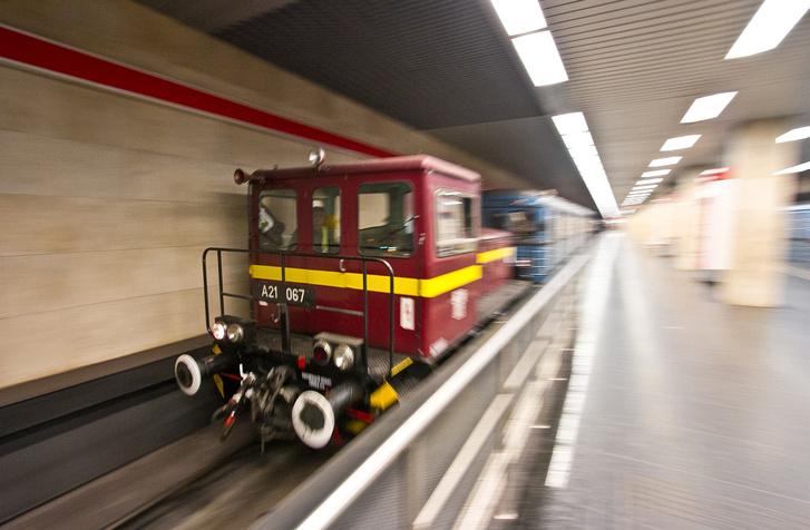 Szolgálati dízelmozdony a metróban (illusztráció) - Vörös Attila (iho.hu) fotója