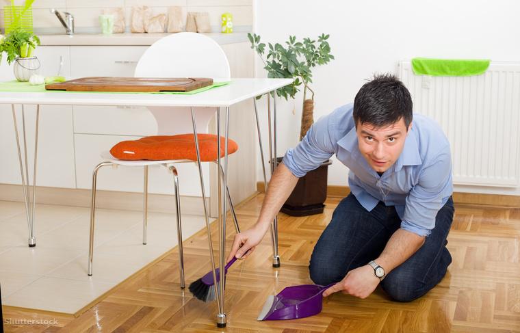 Sepregess össze! Vannak olyan helyek a konyhában, ahol a padlón könnyen kialakul egy majdnem összefüggő törmelékréteg, ilyen mondjuk a konyhapult és az asztal környéke