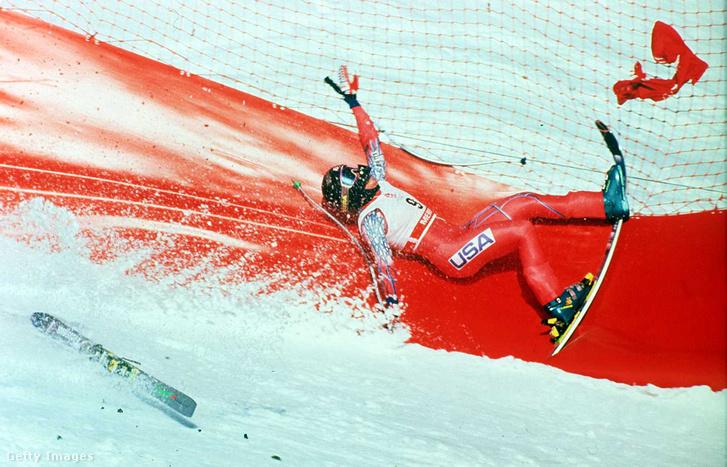 Az amerikai síző Kristin Krone esése Albertville-ben