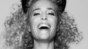 Gillian Anderson csupasz testén se ruha, se szőr nincs