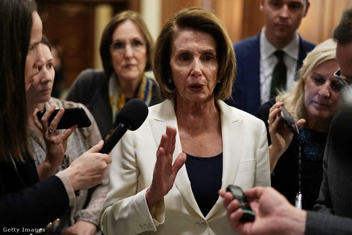 Nancy Pelosi a beszéde után 2018 február 7-én