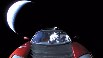 Elon Musk Roadstere a napokban keresztezi a Mars pályáját