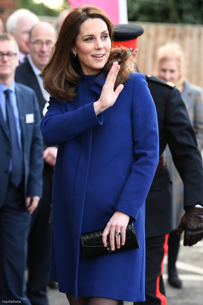Ebben a lapozgatóban kivételesen nem azzal leszünk elfoglalva, hogy Katalin hercegné letagadhatatlan báját, egyre kerekedő hasát vagy a kabátjának levehetetlenségét elemezzük