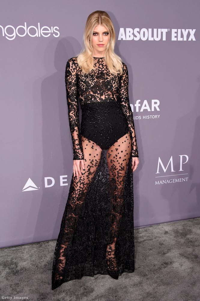 A Victoria's Secret egyik favoritja, Devon Windsor fekete pucér ruhában ünnepelt a New York-i Ciprianiban.