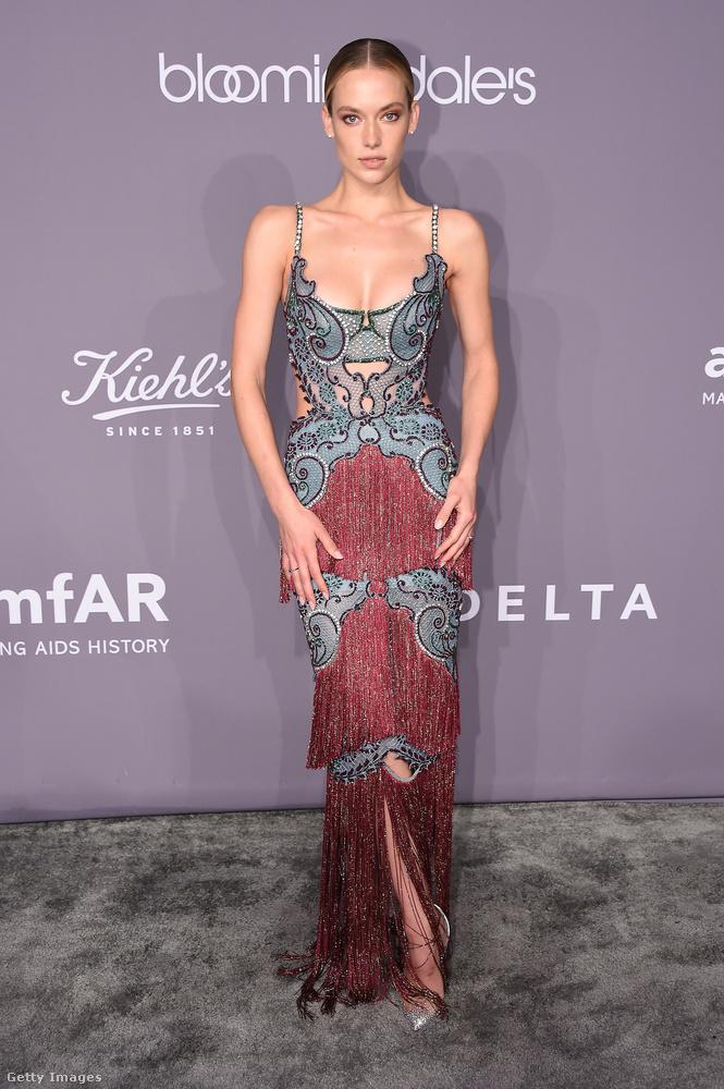 Az egyik legkülönlegesebb ruhát kétségtelenül a 25 éves modell, Hannah Ferguson viselte a gálán