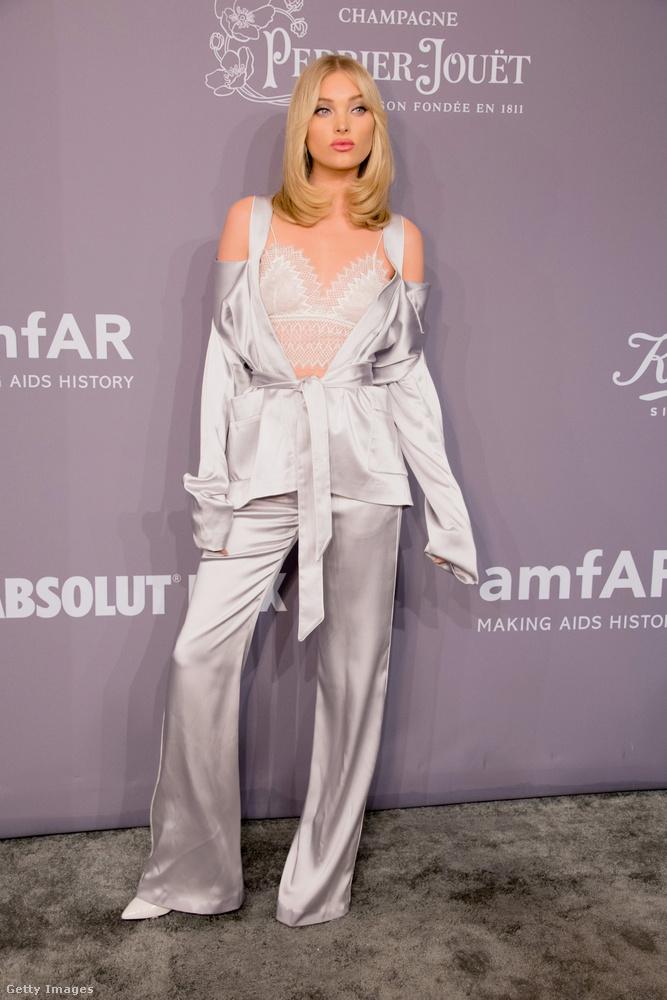 Elsa Hosk modell pizsama-ruháját a Jonathan Simkhai tervezte.