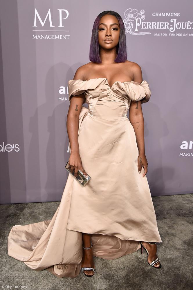 Még egy Vivienne Westwood ruha Justine Skye R&B énekesnőn.