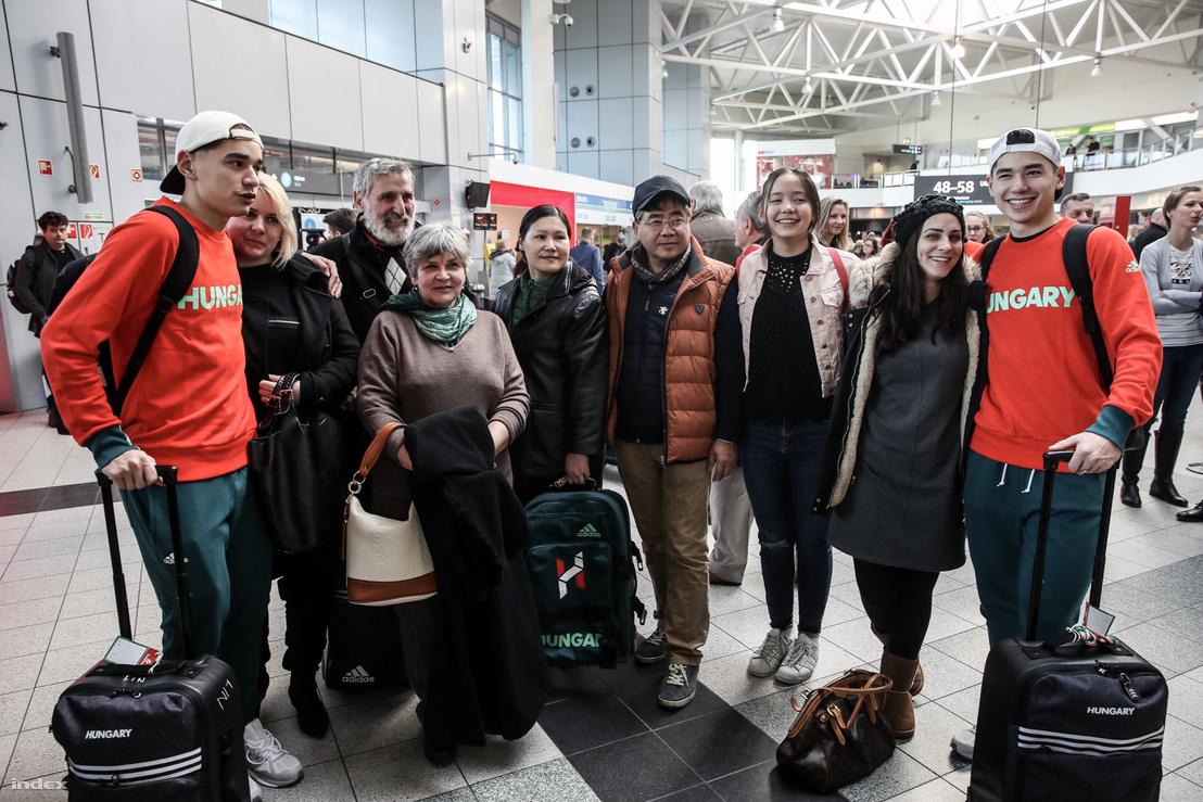 A Liu család az indulás előtt a repülőtéren, 2018. január 27-én