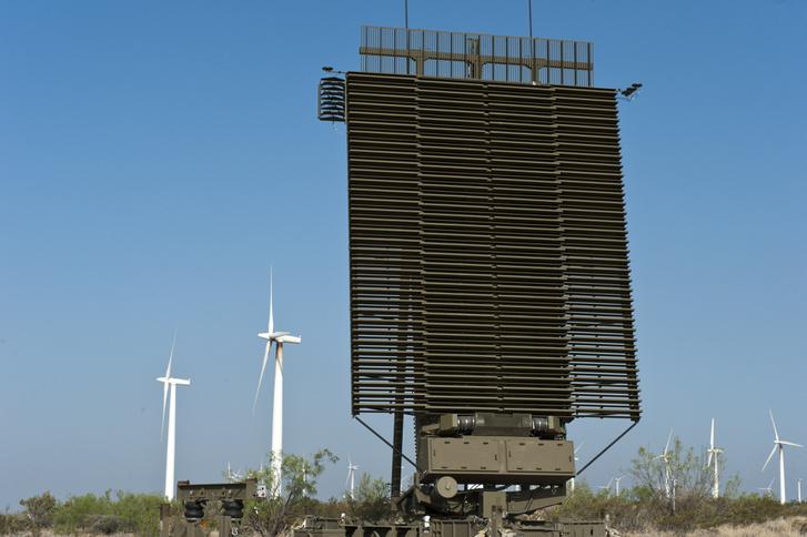 A Lockheed Martin AN/TPS-77 fixen és mobilan is telepíthető radar