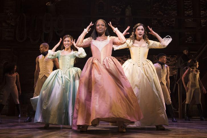 Rachelle Ann Go, mint Eliza Schuyler, Rachel John, mint Angelica Schuyler és Christine Allado, mint Peggy Schuyler