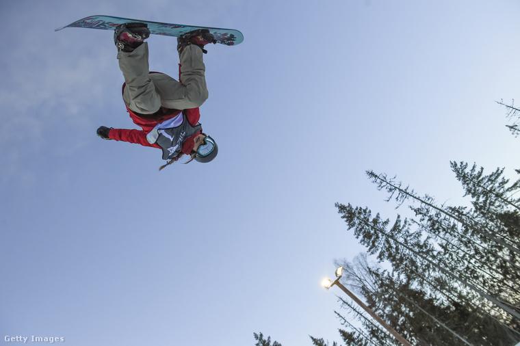 Chloe Kim még nincs 18 éves, de ő a legmenőbb snowboardos lány a világon: az első nő, aki meg tudja csinálni az 1080-as fordulatot a levegőben, így