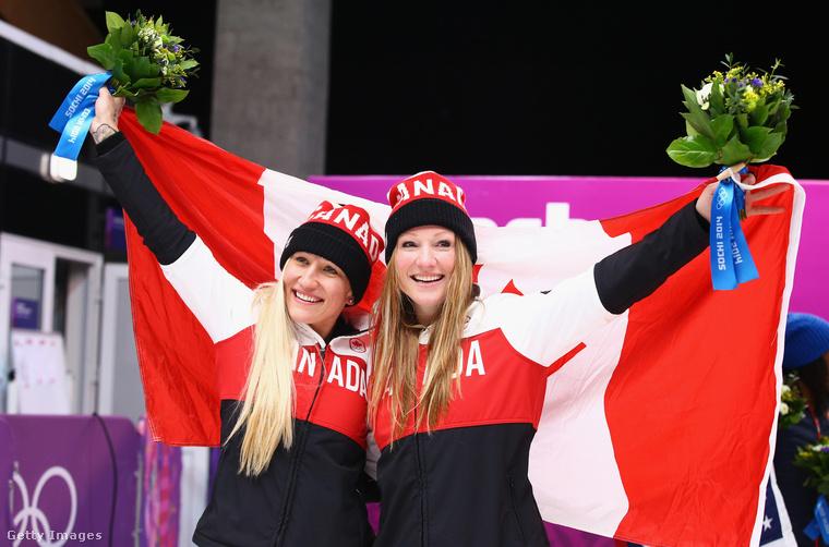 Itt a 2014-es téli olimpián örülnek nagyon, miután átvették aranyérmeiket.