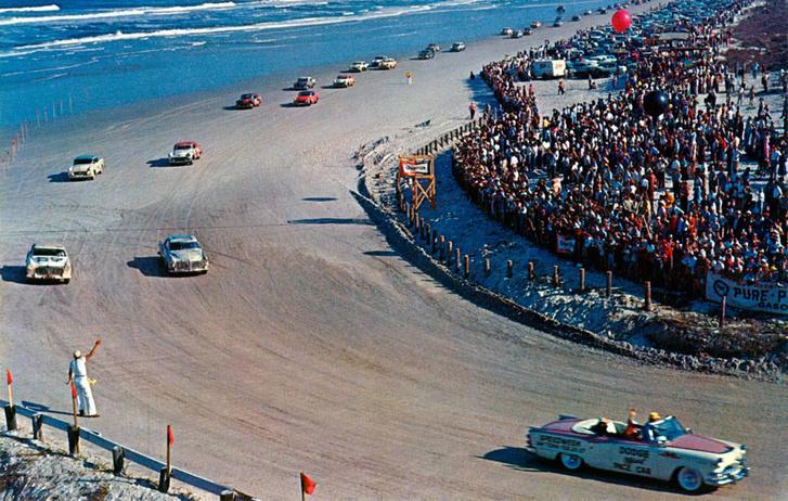 Verseny a Daytona-i homokon valamikor az ötvenes években