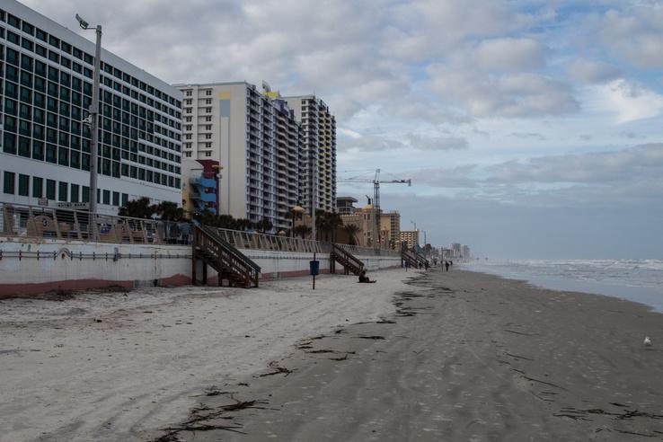 Óceán, homok, szállodák – ez megy itt sok-sok mérföldön át