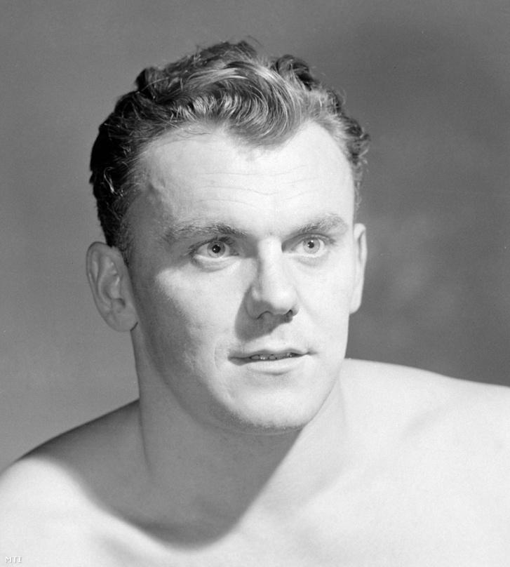 Hevesi István vízilabdázó a magyar olimpiai vízilabda válogatott tagja. Budapest 1960. február 15.