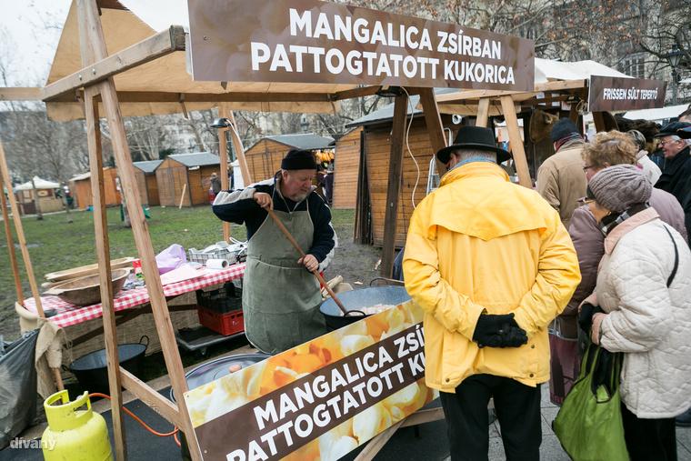 A mangalica zsírban pattogtatott kukoricánál garantáltan nagy lesz a nyüzsi.