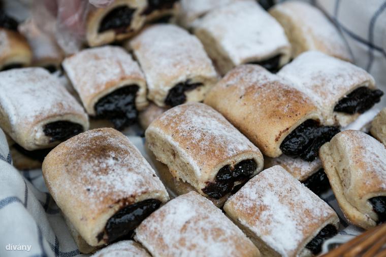Misi a pék, azaz a Jacques Liszt többek között ilyen szilvalekváros finomsággal és hagymás-baconos-mangalicazsíros kenyérrel készült a fesztiválra.