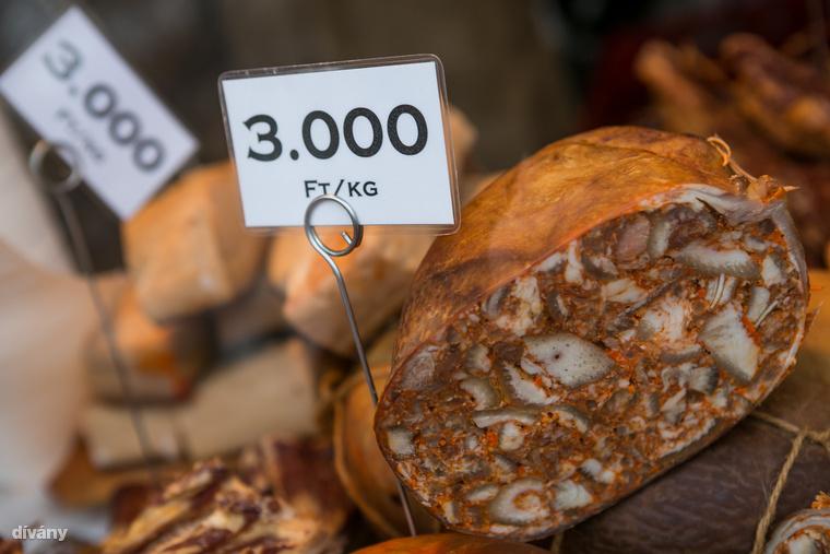 Igen, a mangalicahúsból készült termékek, többe kerülnek, mint a sertéshúsból készült ételek.