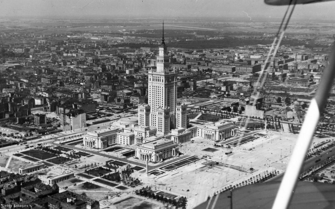 Az épület az építkezés befejezése után, 1955-ben