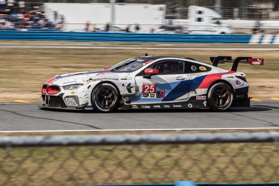 Ő itt a BMW legújabb GT-versenyautója, az M8 GTE. Itt debütált a németek autója, amivel idén hét év után visszatérnek Le Mans-ba is. Az első 24 órásuk nem volt nagy siker: a csapat sikeresebb autója tíz kört kapott a kategóriagyőztes fordosoktól